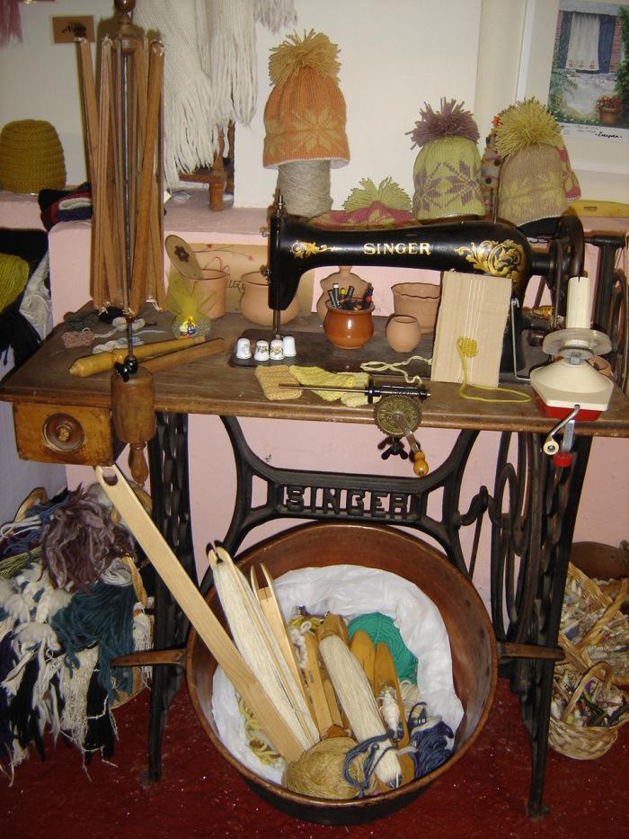 Máquina de coser y utensilios