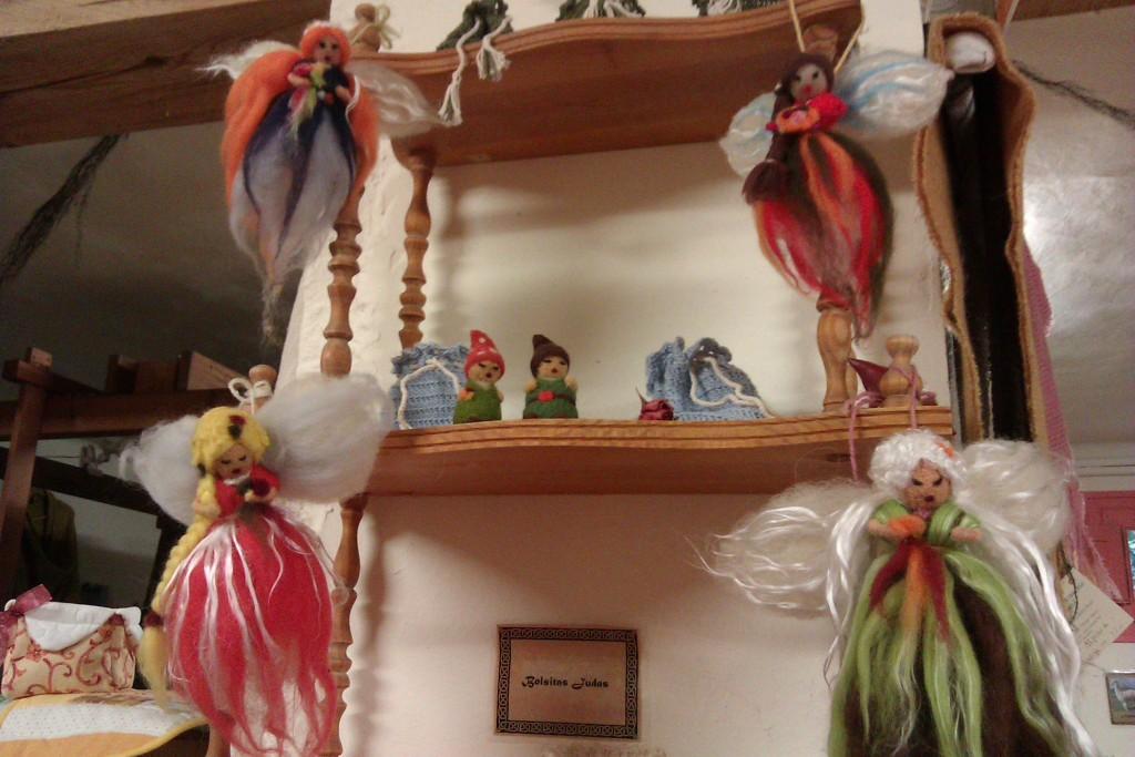 Hadas y gnomitos de vellon de lana merina y seda natural.