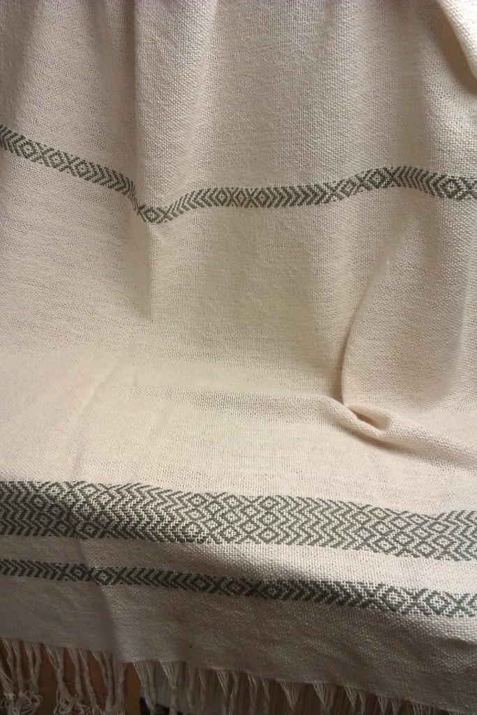 Toalla realizada en algodón, tejido antiguo Sarga de Rombos.